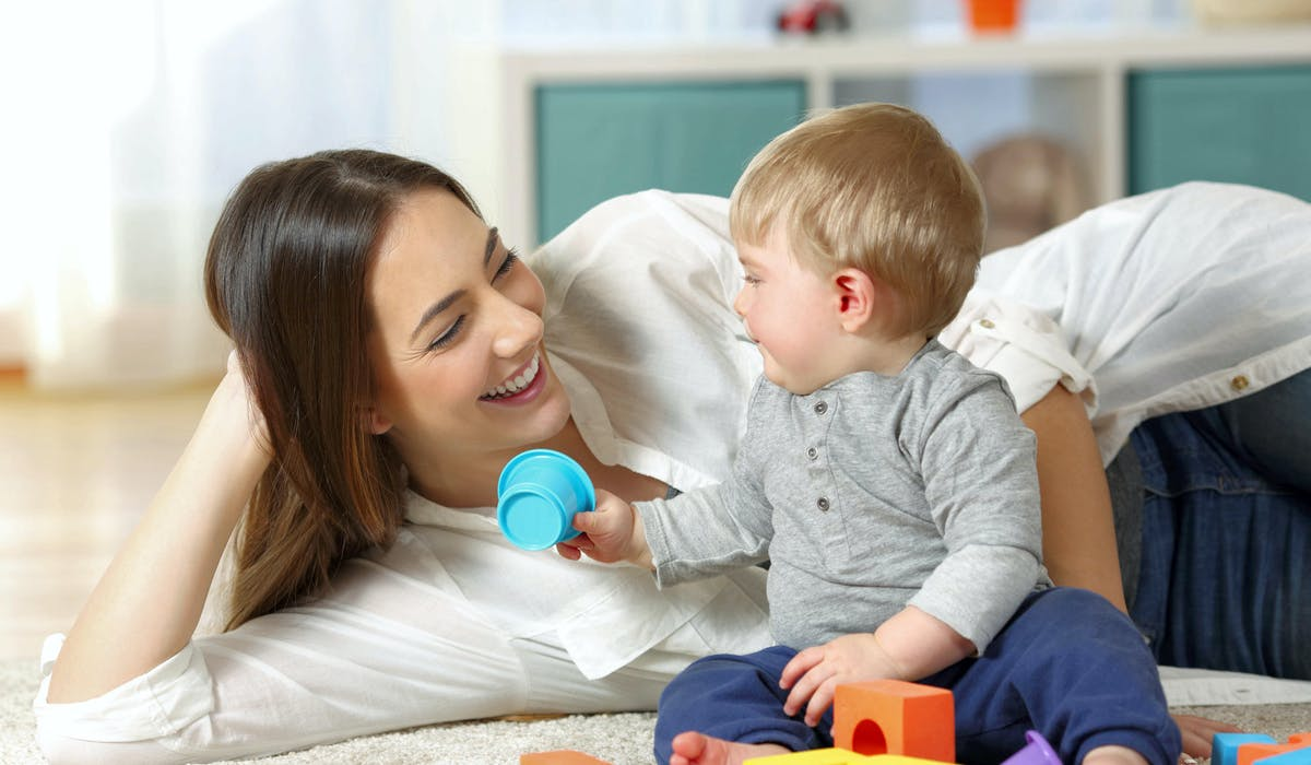 La garde d'enfants est éligible au crédit d'impôt pour l'emploi d'un salarié à domicile.
