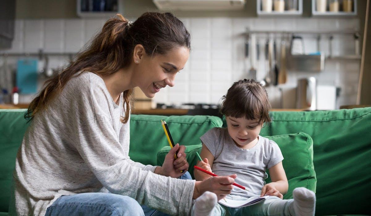 Le 29 mai et le 29 juin, Pajemploi prélèvera en double les cotisations sociales dues par les parents qui emploient une garde d'enfant à domicile.