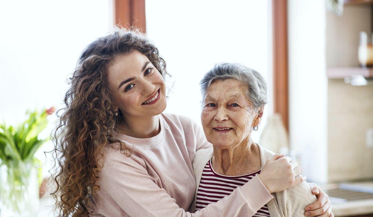 La cohabitation intergénérationnelle permet à un senior qui dispose d'une chambre de la louer ou de la sous-louer à un jeune de moins de 30 ans.
