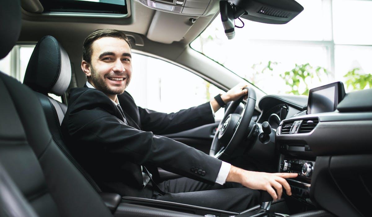 Certaines plateformes jouent le rôle d'intermédiaire entre chauffeurs et utilisateurs.