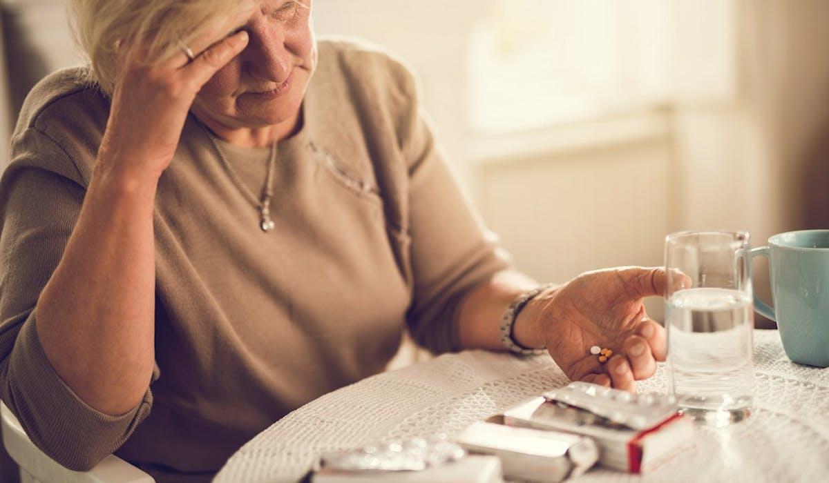 Un salarié en arrêt maladie doit demander une autorisation préalable à sa caisse d'assurance maladie pour s'absenter de son département.