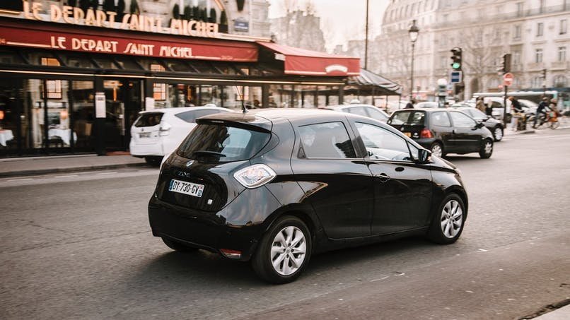 Sécurité routière : les voitures électriques devront faire du bruit pour alerter les piétons