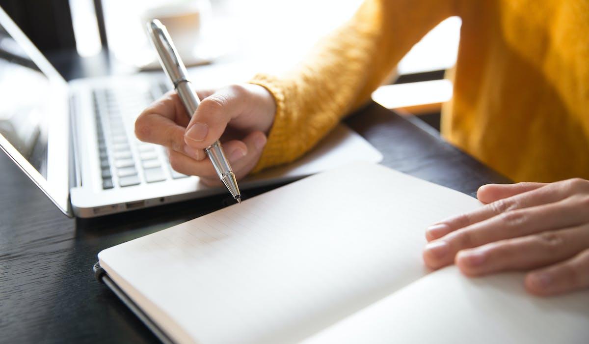 Curateur ou tuteur, vous disposez d'un délai maximum de trois mois pour envoyer au juge des tutelles votre dernier compte de gestion annuel.