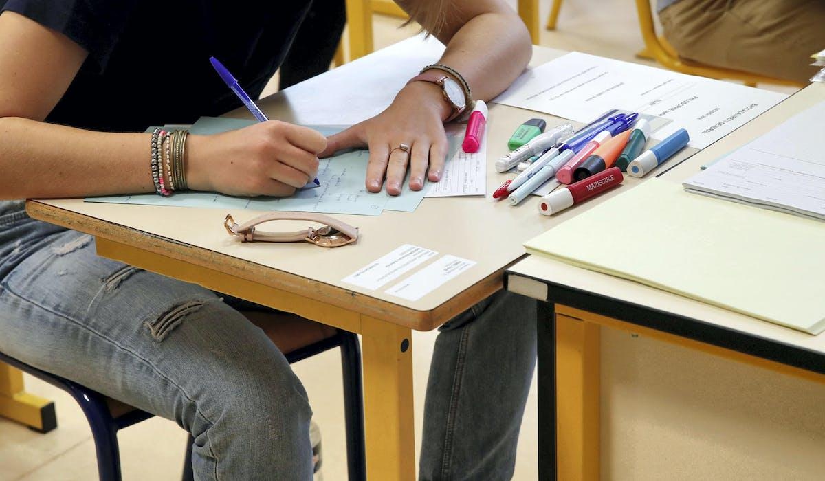 Un candidat lors de l'épreuve de philosophie, le 18 juin au lycée La Bruyère de Versailles.