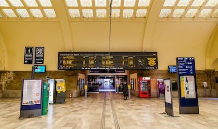 Train retardé ou annulé ? Consultez les compensations dont vous pouvez bénéficier.