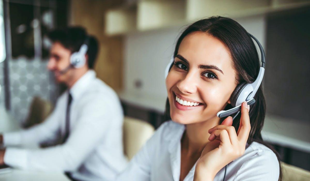 Les centres d'appels sont susceptibles d'utiliser des techniques permettant l'affichage d'un numéro français sur l'écran des téléphones.