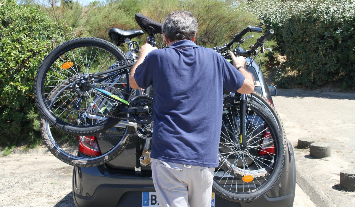 Les porte-vélos permettent de transporter vos bicyclettes dans votre voiture.