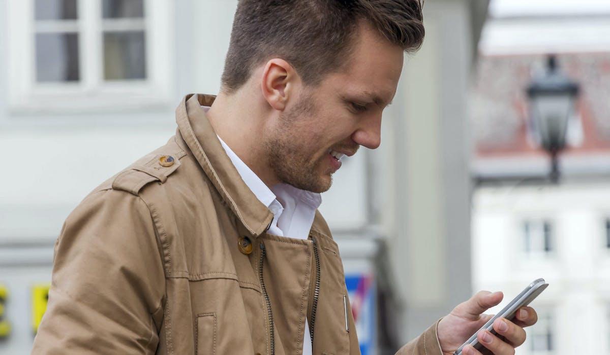 Certaines personnes peuvent recevoir des SMS frauduleux.