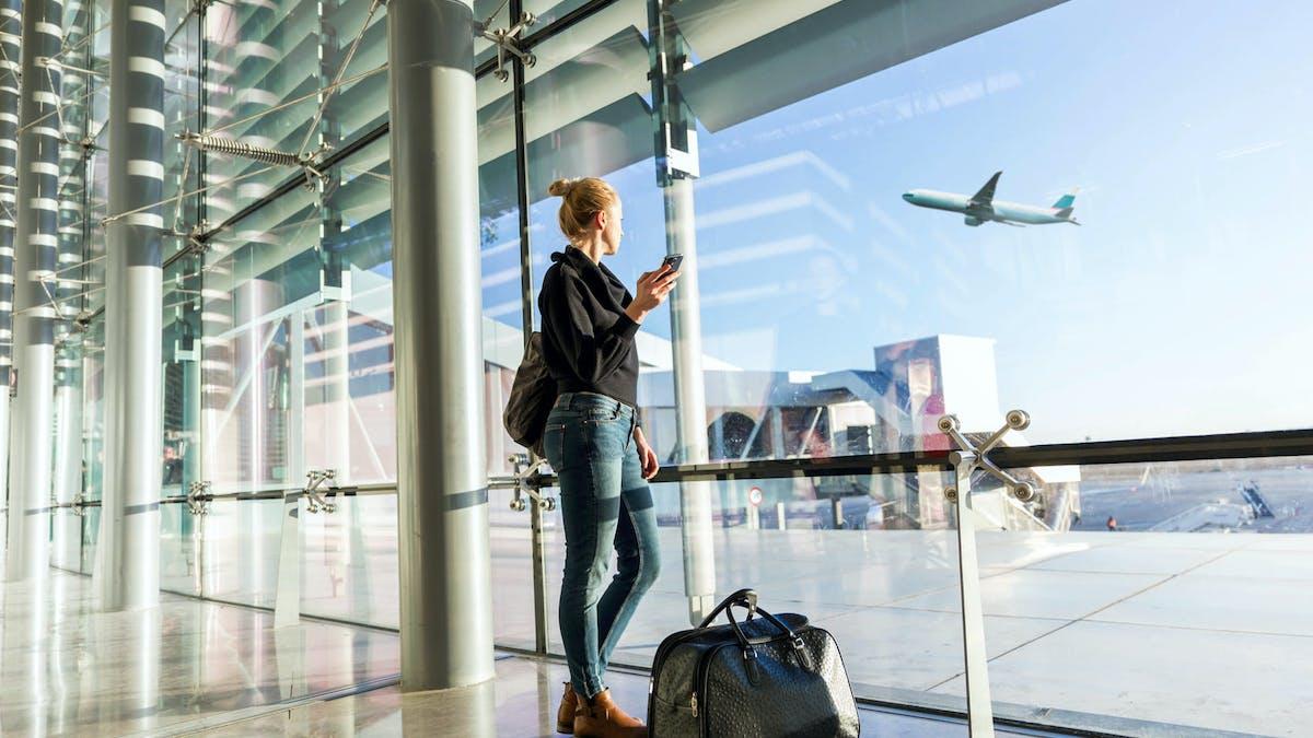 Certaines compagnies aériennes pratiquent la surréservation (surbooking).