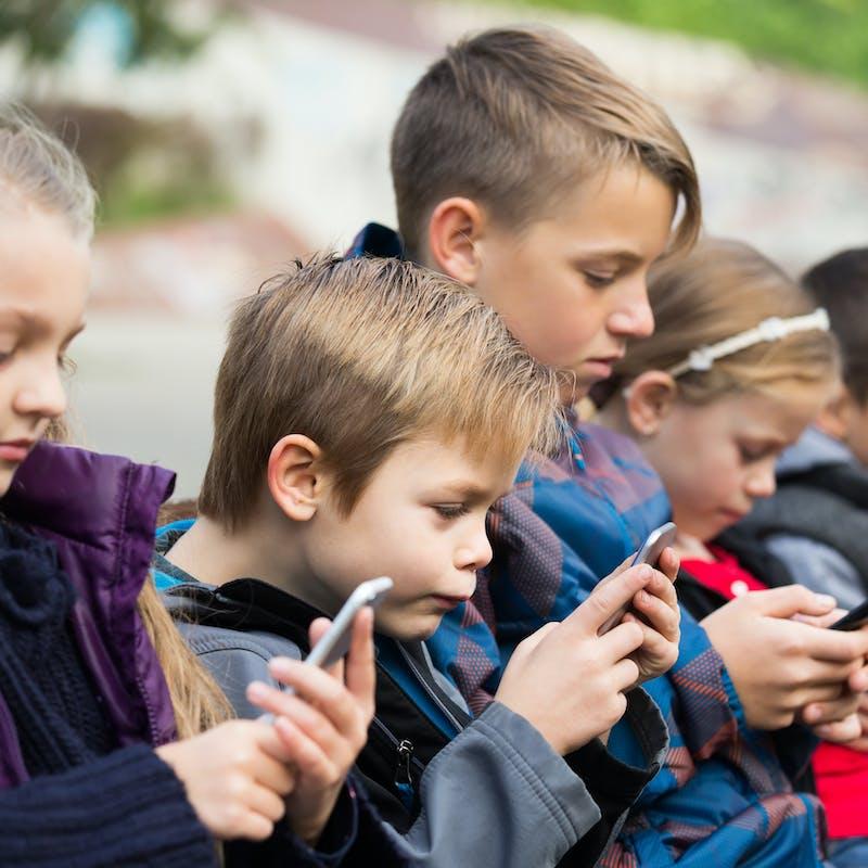 Téléphone portable : les règles à l'école primaire, au collège et au lycée