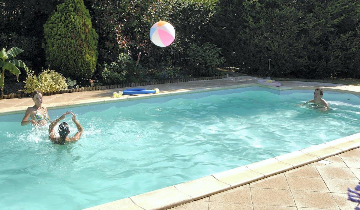 La construction d'une piscine peut justifier une revalorisation de la base locative d'une maison.