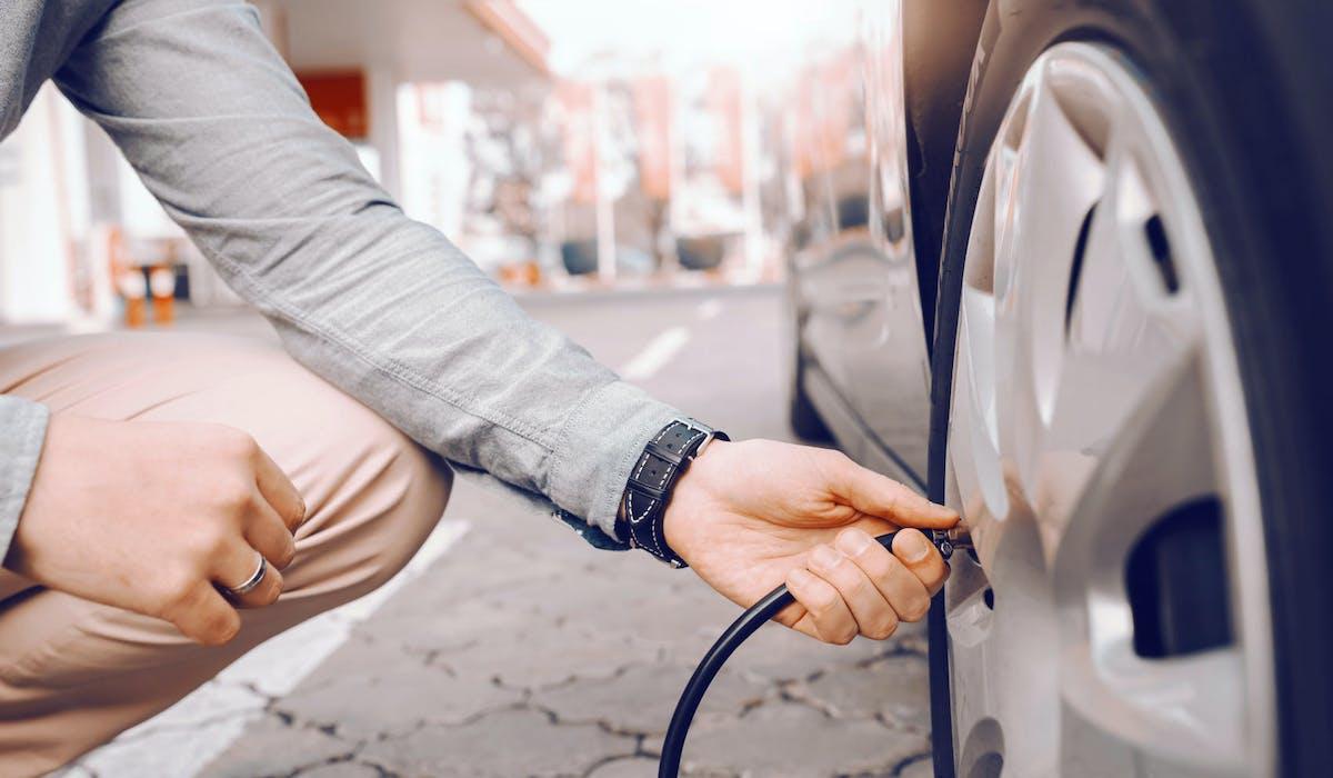 Des pneus sous-gonflés peuvent entraîner une surconsommation de carburant.