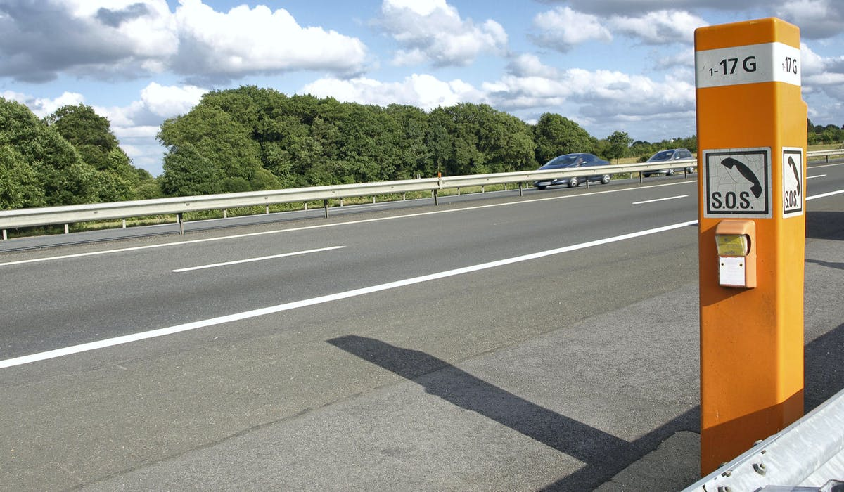 En cas de panne sur une autoroute, vous devez utiliser une borne d'appel d'urgence ou une application.