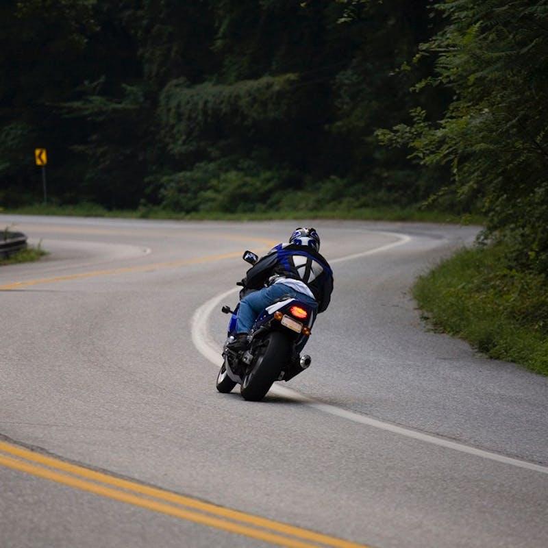 Permis moto : l'enseignement de la trajectoire de sécurité sera intégré à la formation en 2020
