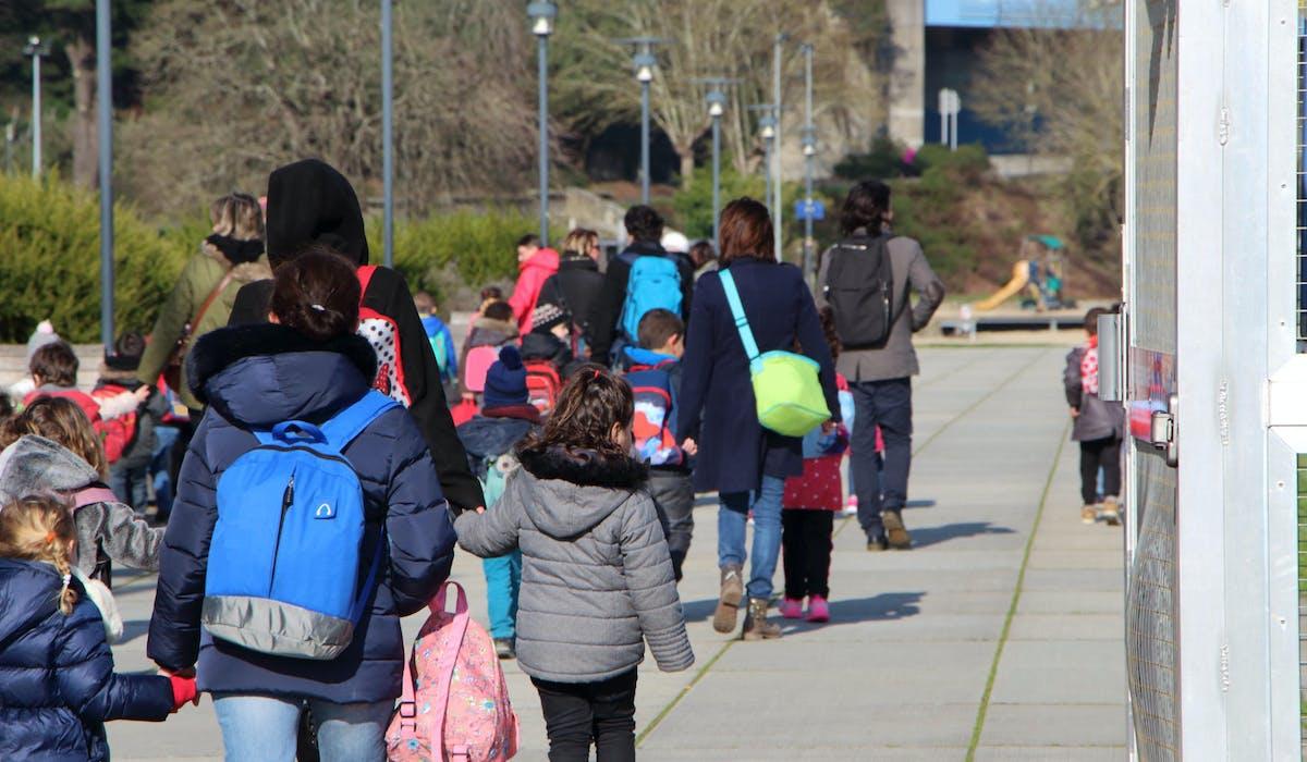 Rien n'interdit aux parents accompagnateurs de porter le voile dans les sorties scolaires.