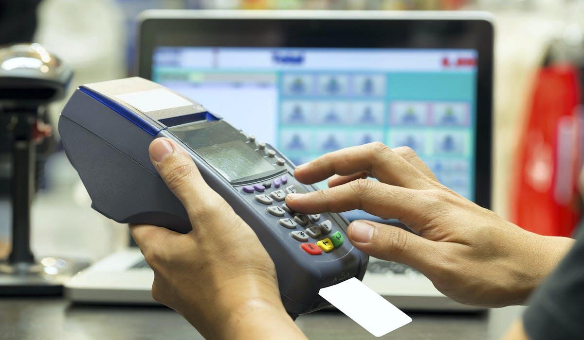 Masquez toujours le clavier d'une main lorsque vous tapez votre code sur un terminal de paiement.