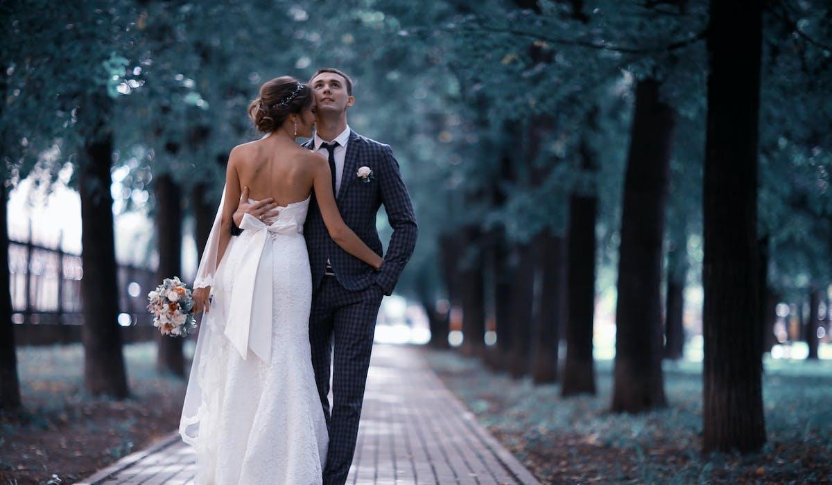 Sécurité sociale, banque, employeur… faites-leur savoir que vous vous êtes mariés.