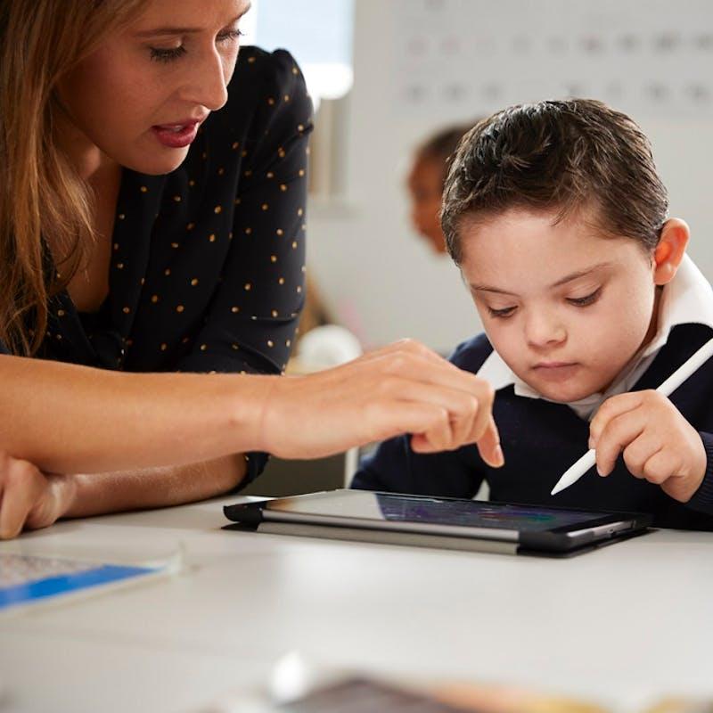 Ecole inclusive : quel bilan pour les accompagnants et les parents d'élève en situation de handicap depuis la rentrée ?