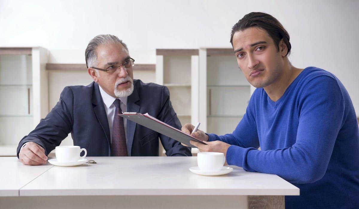 Avant de contester un testament, les héritiers doivent essayer de s'entendre.
