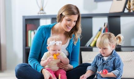 Garde d'enfant : le complément de libre choix du mode de garde est majoré de 30 % pour les familles ayant un enfant handicapé