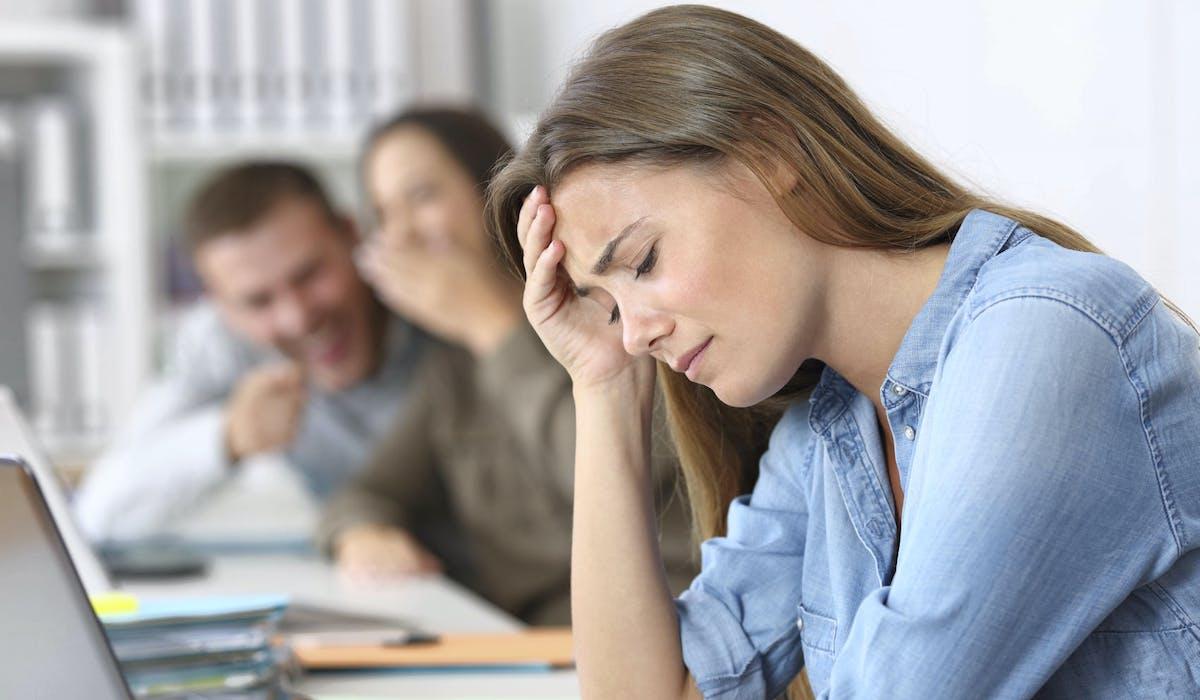 Moqueries et brimades constantes, surcharge de travail, le harcèlement moral peut prendre des formes différentes.