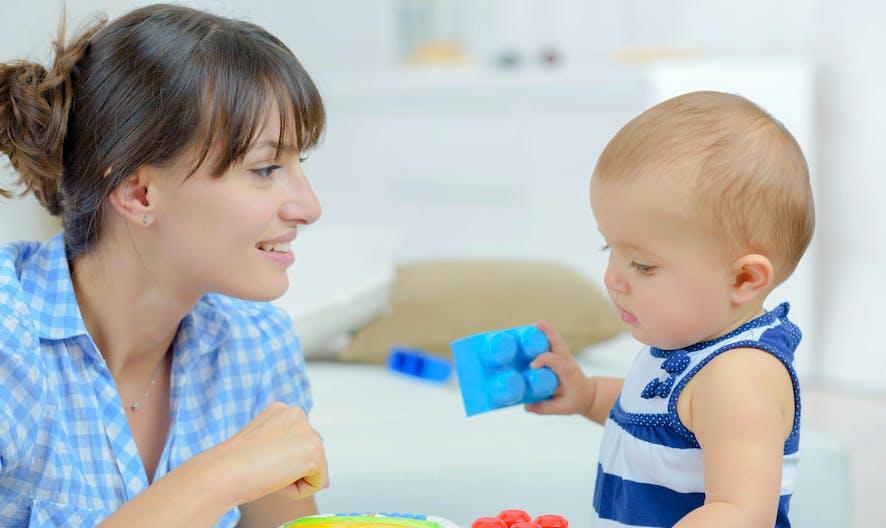 Les assistantes maternelles s'opposent à l'obligation de disposer d'un profil en ligne