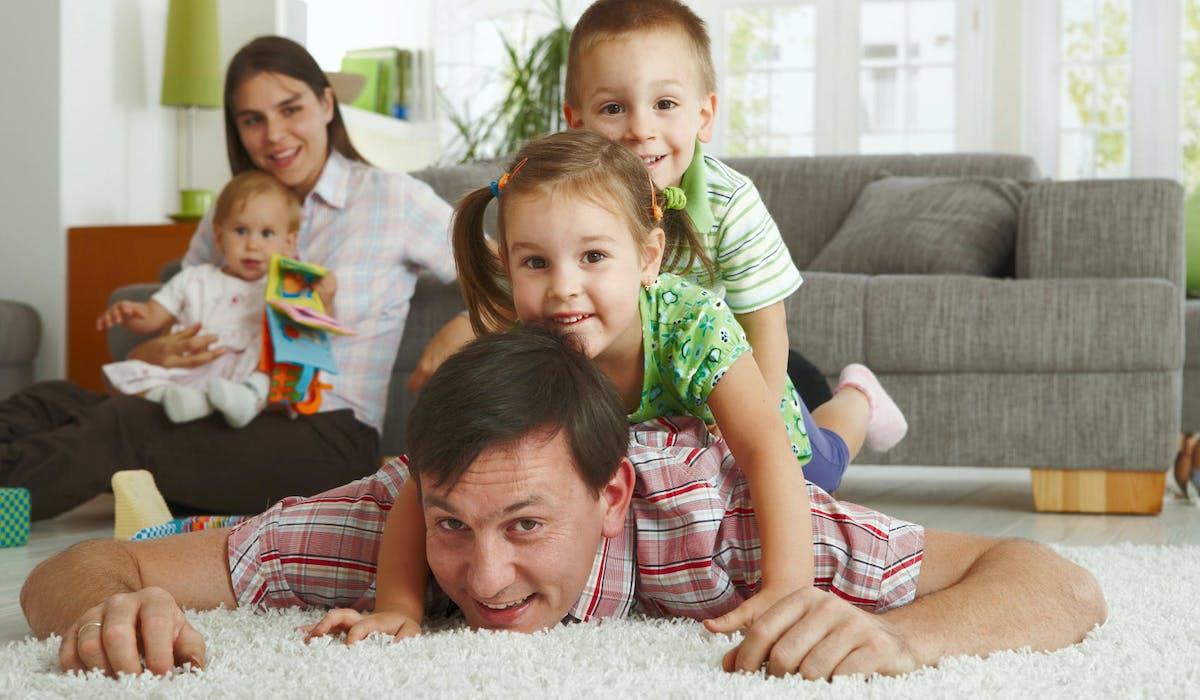 Les mères et les pères de trois enfants et plus auront une pension de retraite majorée.