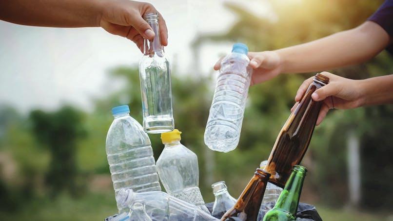Consigne des bouteilles en plastique: pourquoi la réforme est-elle critiquée ?