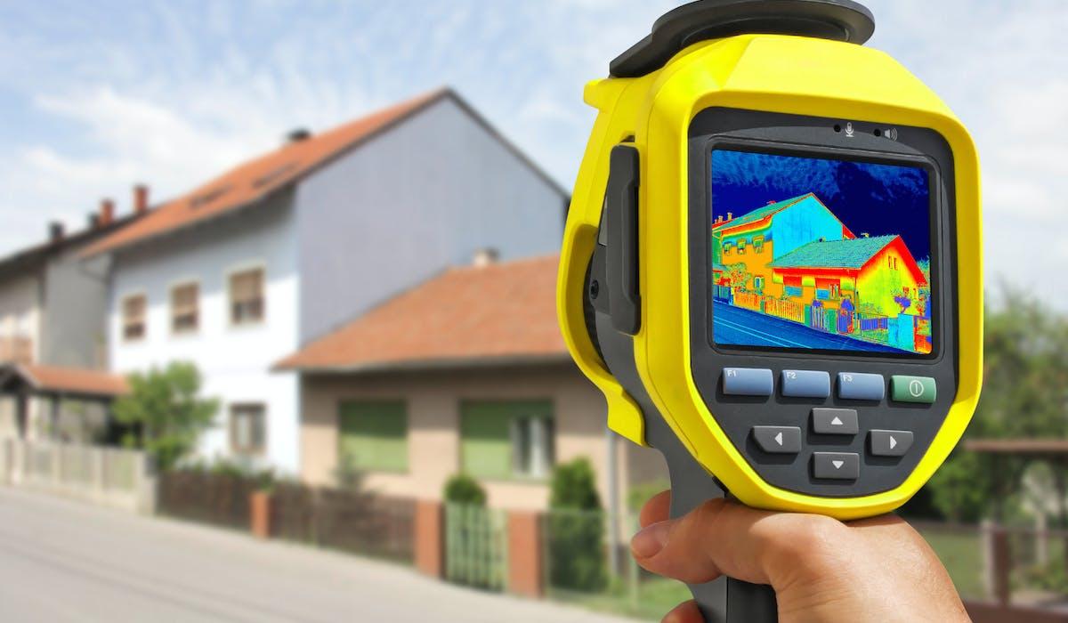 Un professionnel équipé d'une caméra thermique détectera les fuites de chaleur de votre logement.