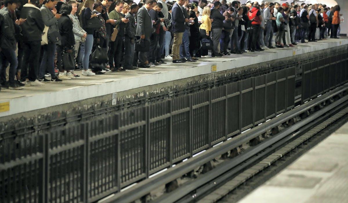Des usagers de la RATP gare du Nord à Paris, lors de la grève du 13 septembre.