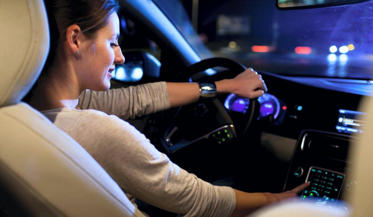 Les radars tronçons mesurent la vitesse moyenne des conducteurs sur une portion de route.