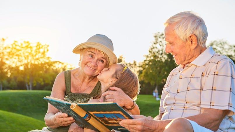 Héritage : donner un coup de pouce à ses petits-enfants