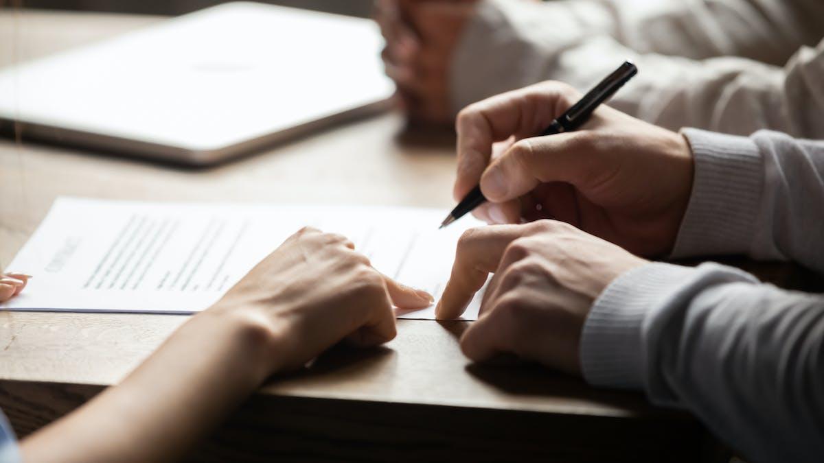 La signature de l'acte de vente chez le notaire