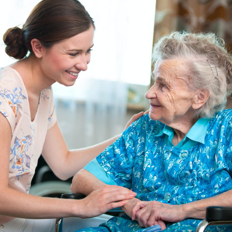 Dépendance : comment accueillir une personne âgée chez soi ?