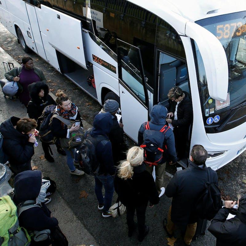 Voyages par autocar: les conditions de travail des chauffeurs assouplies jusqu'à Noël