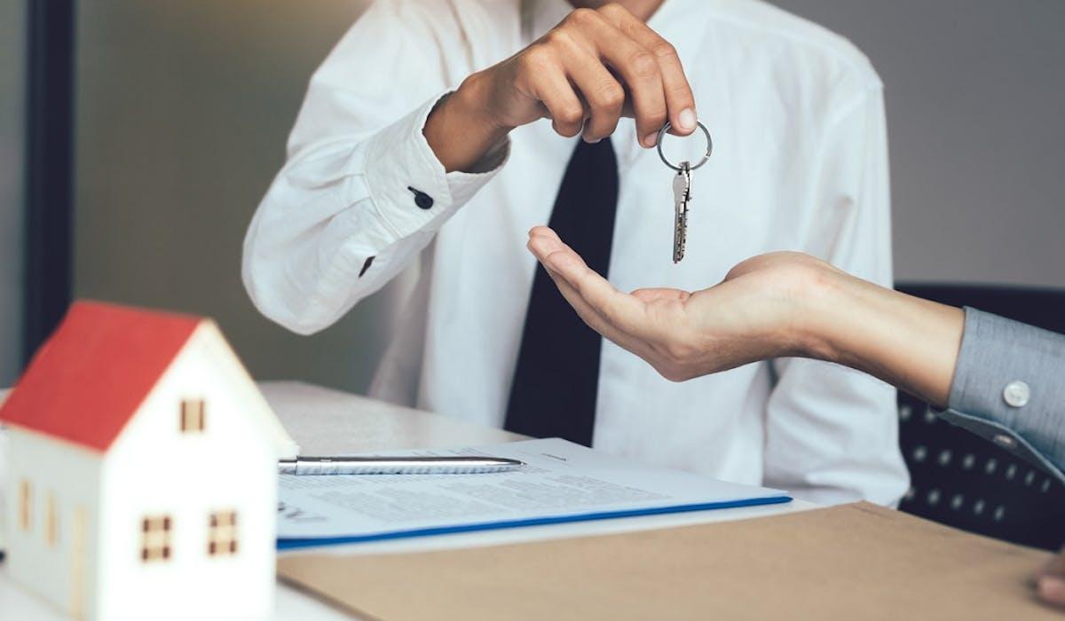 En cas de vente d'un bien immobilier, la commune peut user de son droit de préemption pour l'acquérir à un prix inférieur à celui demandé.