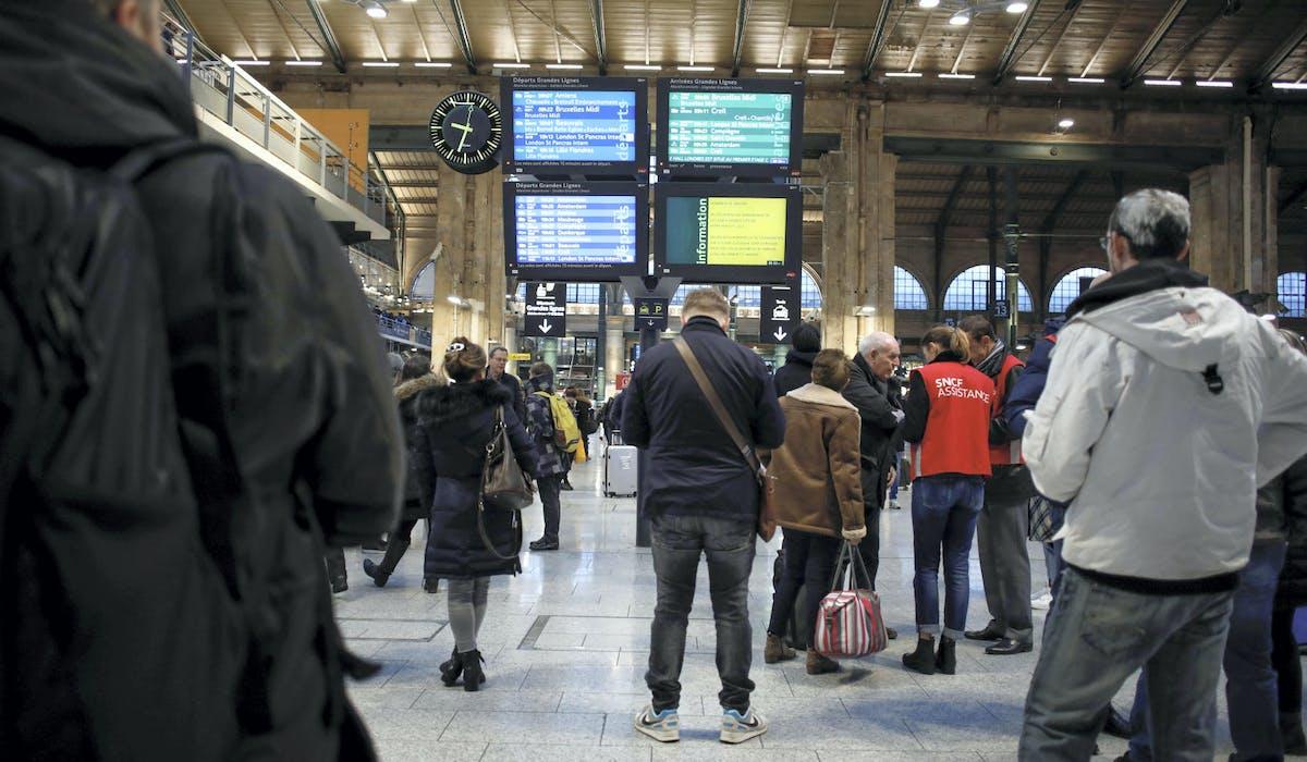 Des voyageurs à la gare du Nord à Paris, vendredi.