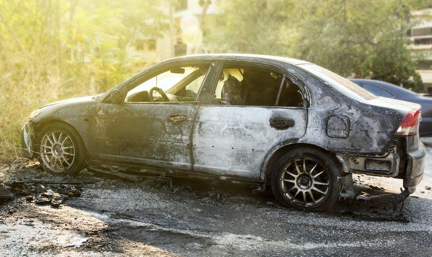 Jusqu'à 50 € d'astreinte par jour pour les propriétaires de voiture abandonnée