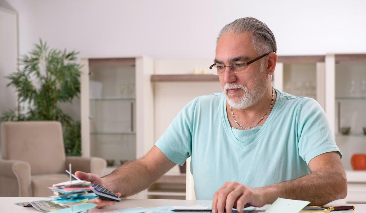 Plusieurs conditions sont nécessaires pour bénéficier du maintien de ses allocations chômage jusqu'à l'âge de la retraite à taux plein.