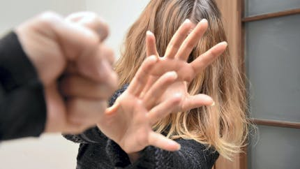 Violences conjugales: une nouvelle loi pour protéger les victimes