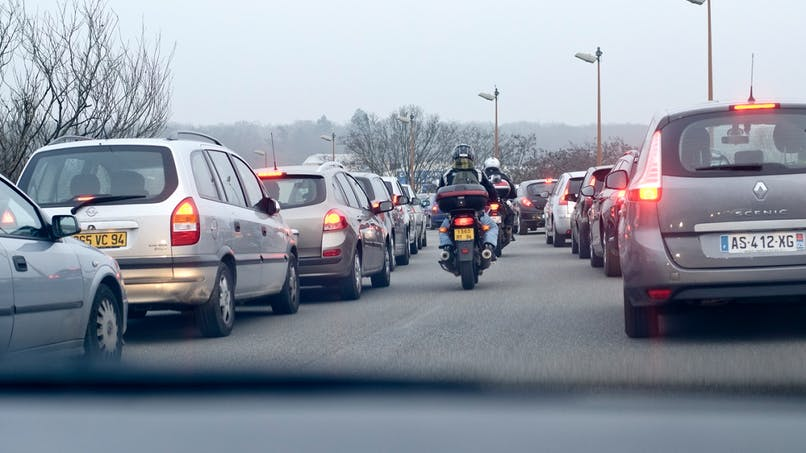 Moto, scooter : où peut-on circuler en inter-files ?