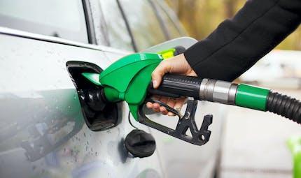 Pourquoi les prix des carburants baissent?