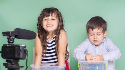 Les enfants influenceurs mieux protégés par la loi (leur argent aussi)