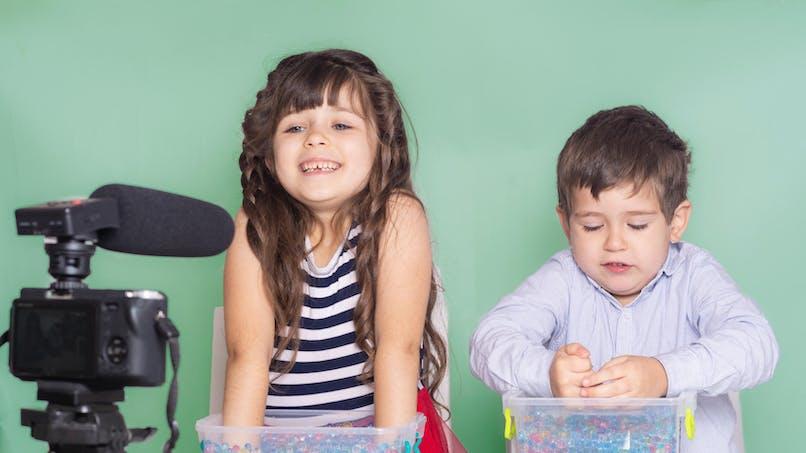 Les enfants influenceurs bientôt mieux protégés (leur argent aussi)