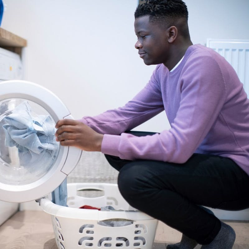 Micro-plastiques : les fabricants devront doter leurs lave-linges de filtres
