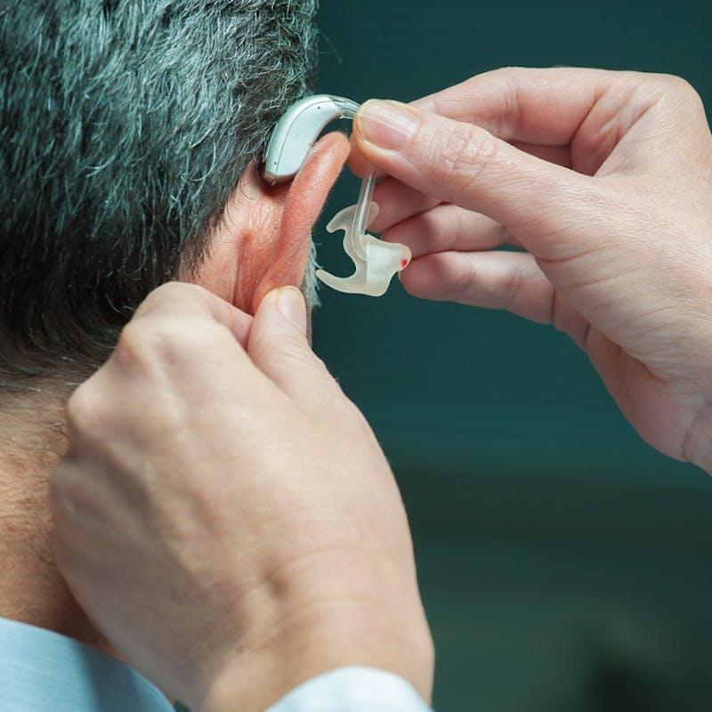 Santé : que valent les prothèses auditives 100 % remboursées ?