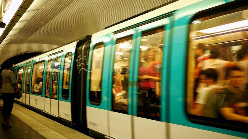 Coronavirus : métros, trains, avions… Pourquoi continuent-ils de circuler?