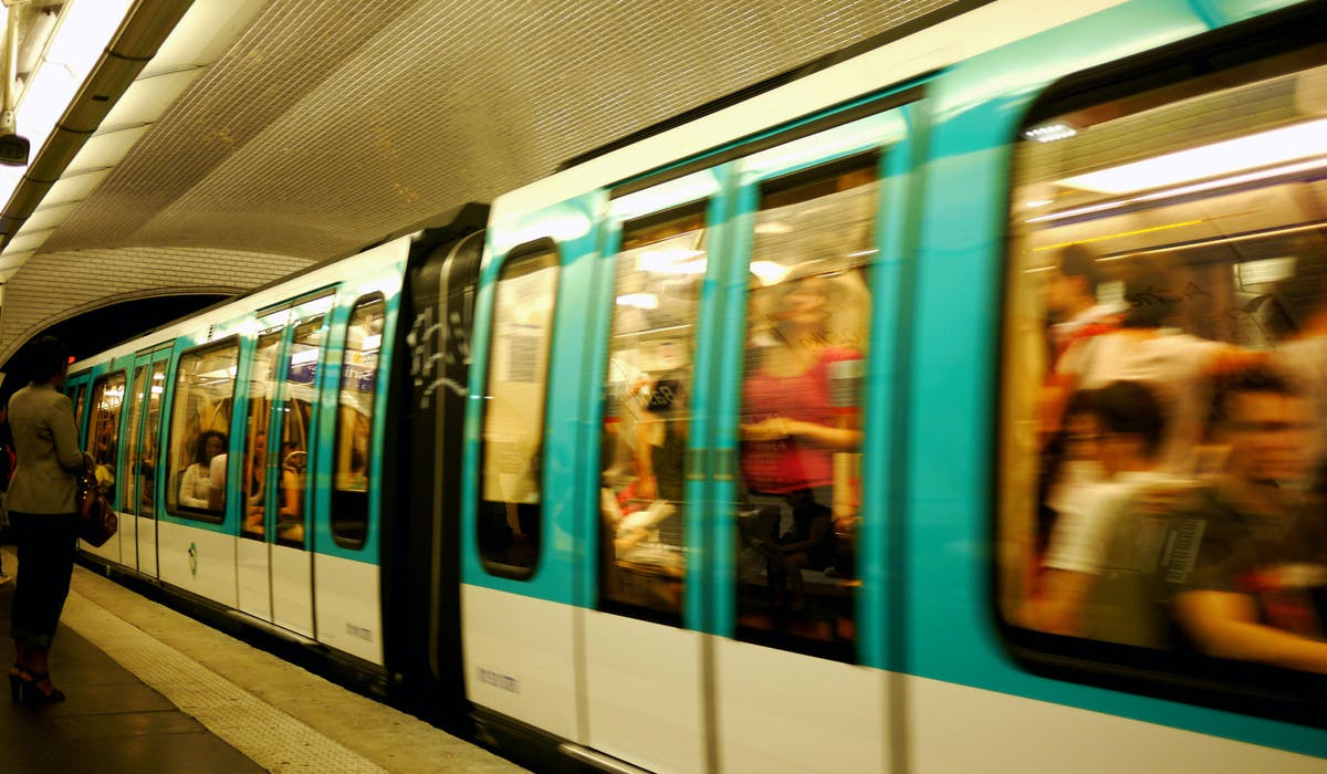La RATP ne restreint pas la circulation des métros.