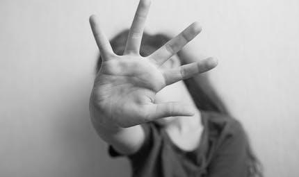 Violences contre les femmes et les enfants : que faire pendant le confinement ?