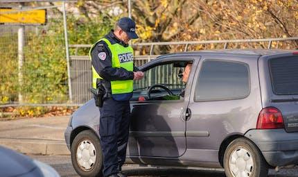 Ce que les policiers et gendarmes ont le droit (ou pas) de faire pendant un contrôle